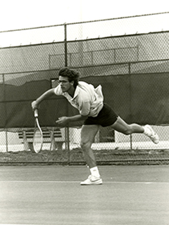 Photograph of a men's tennis player during a game